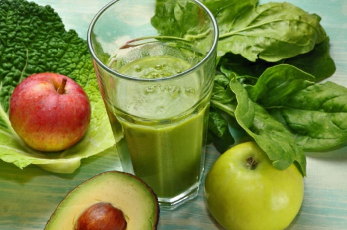detox-entgiftung-grüner-smoothie-avocado