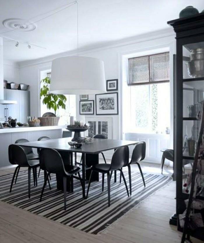 Herrliche-Kuechendeko-Ideen-mit-einem-schwarzen-Tisch-in-der-Mitte