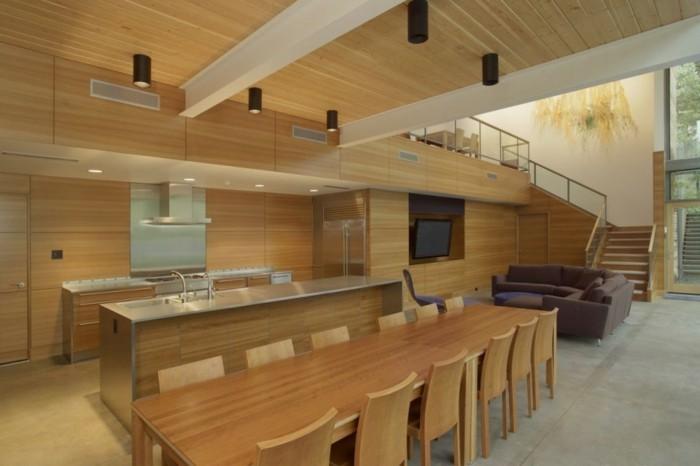 Holzpaneelen-für-ein-Esszimmer-für-viele-Gäste