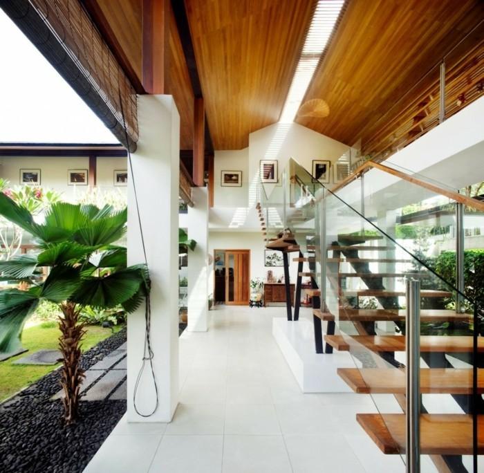 Holzpaneelen-für-ein-Haus-mit-Garten