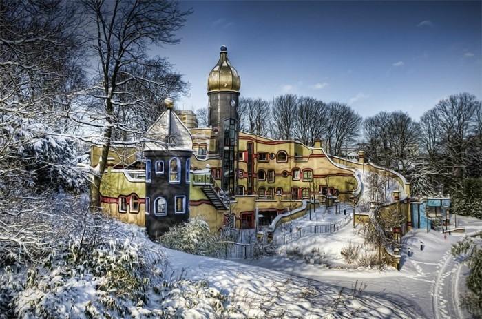 Hundertwasser-Architektur-Umwelt-Natur-Dorf-Winter