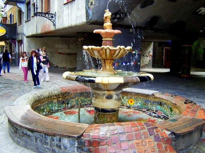 Hundertwasser-Haus-Österreich-Wien-Hundertwasserhaus-Springbrunnen1