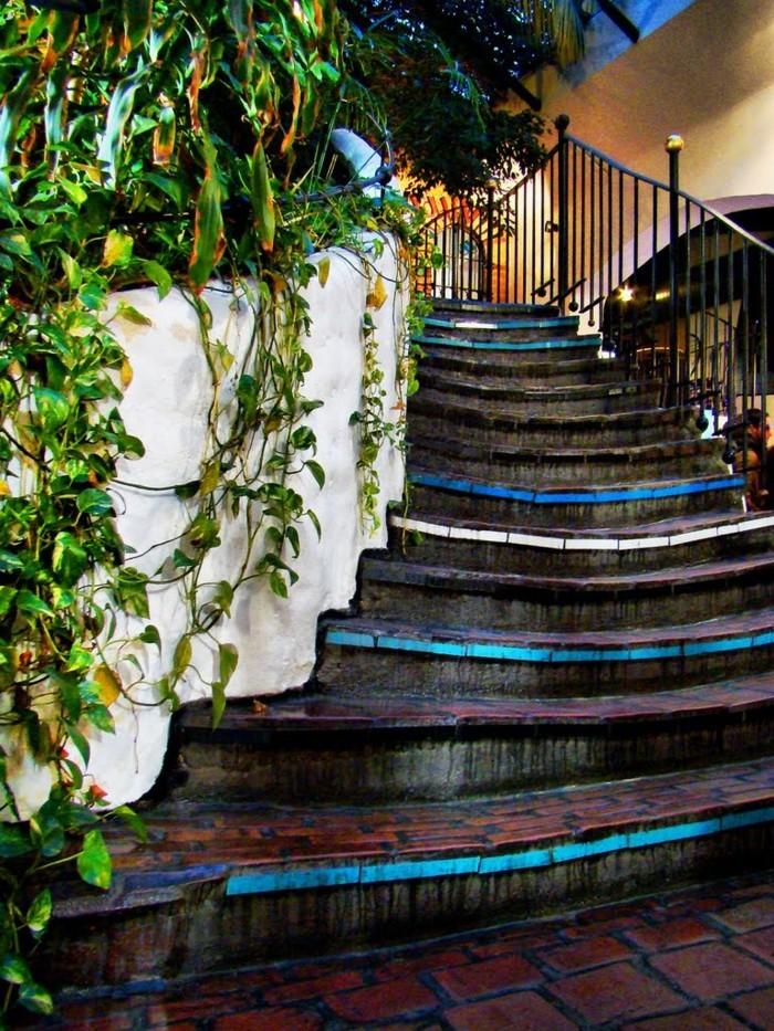 Hundertwasser-Haus-Österreich-Wien-Hundertwasserhaus-Treppe