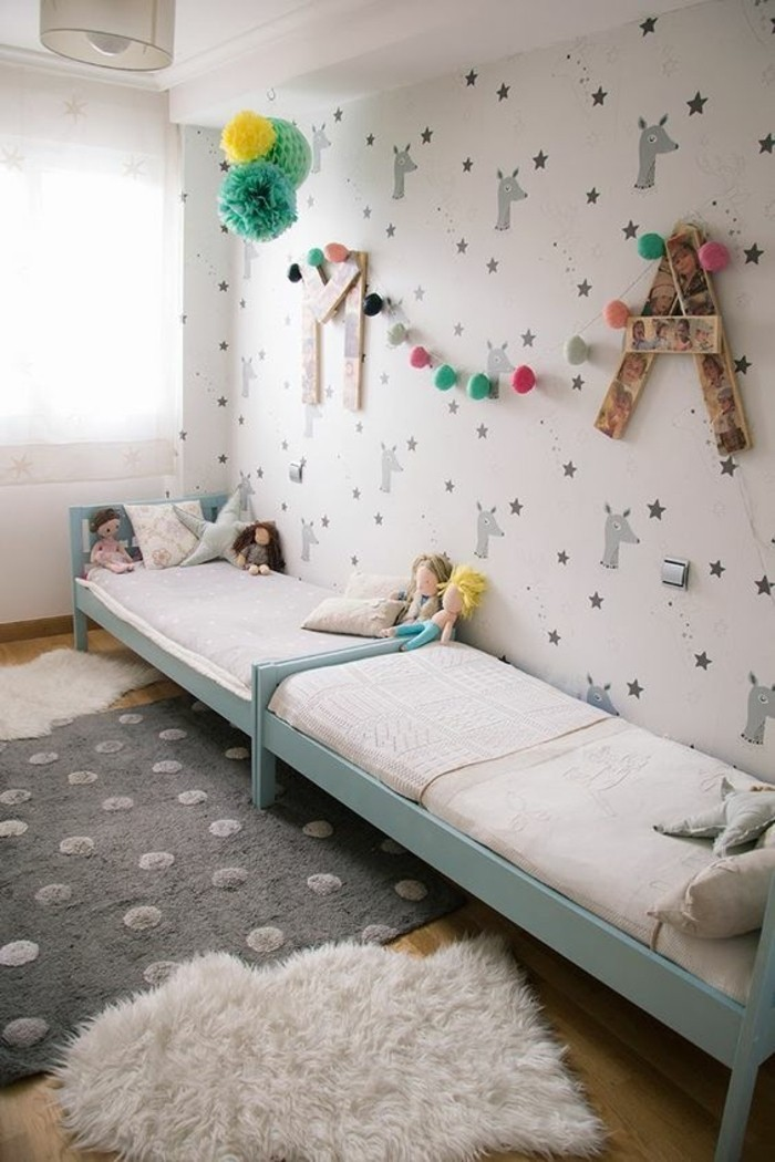 Tapeten Kinderzimmer Sterne : Kinderzimmer-Tapete-mit-Bambi-und-Sternen