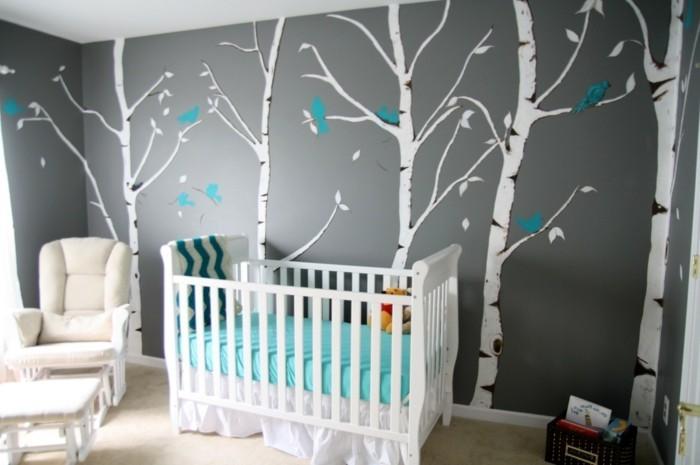 Kinderzimmer-Tapete-mit-dünnen-Birken