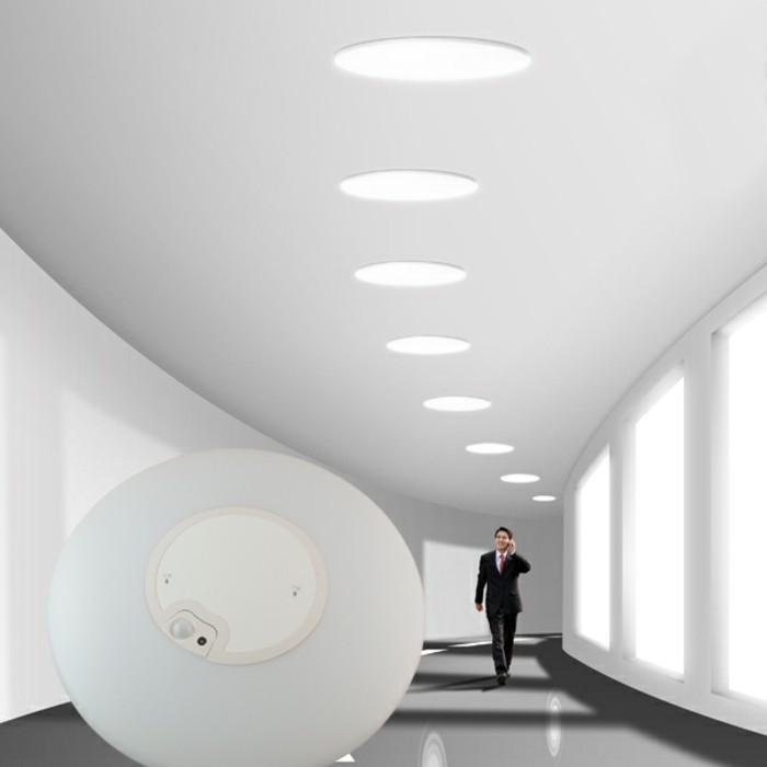 lampe mit bewegungsmelder pl tzliches licht. Black Bedroom Furniture Sets. Home Design Ideas