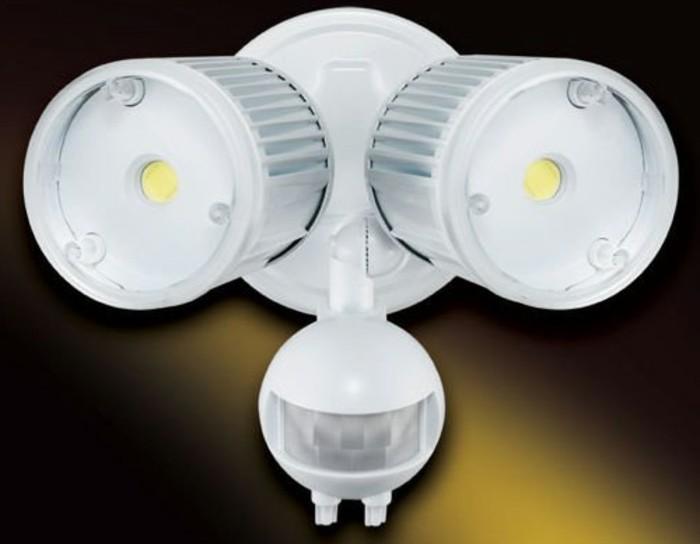 Lampe-mit-Bewegungsmelder-mit-zwei-Glühbirnen