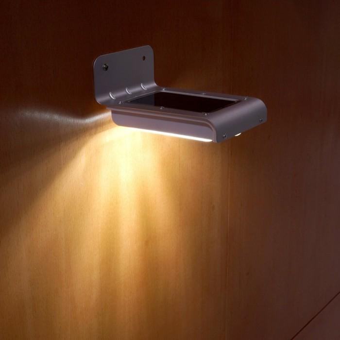 Lampe-mit-Bewegungsmelder-wie-ein-Handy