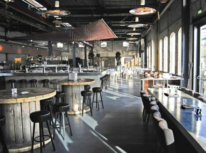 Lampen-Altbau-in-einem-Restaurant