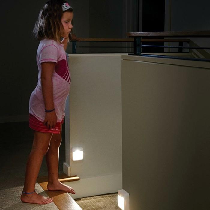 Led-Lampe-mit-Bewegungsmelder-für-die-Kinder