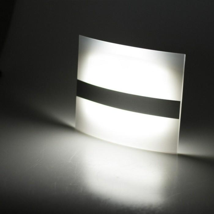 Led-Lampe-mit-Bewegungsmelder-für-die-Wand