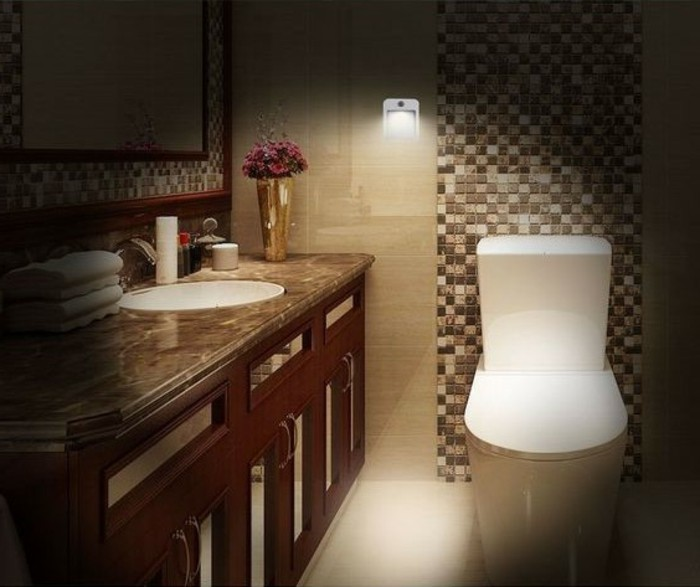 Led-Lampe-mit-Bewegungsmelder-in-dem-Badezimmer