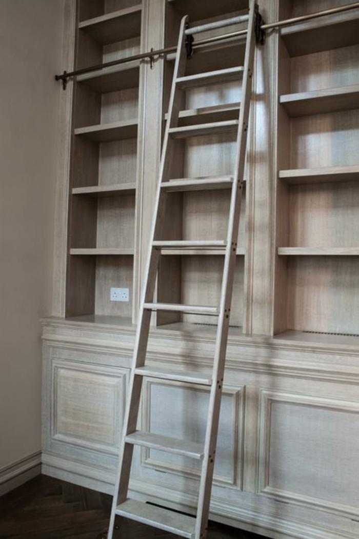 Leiter-für-Bücherregal-aus-Holz