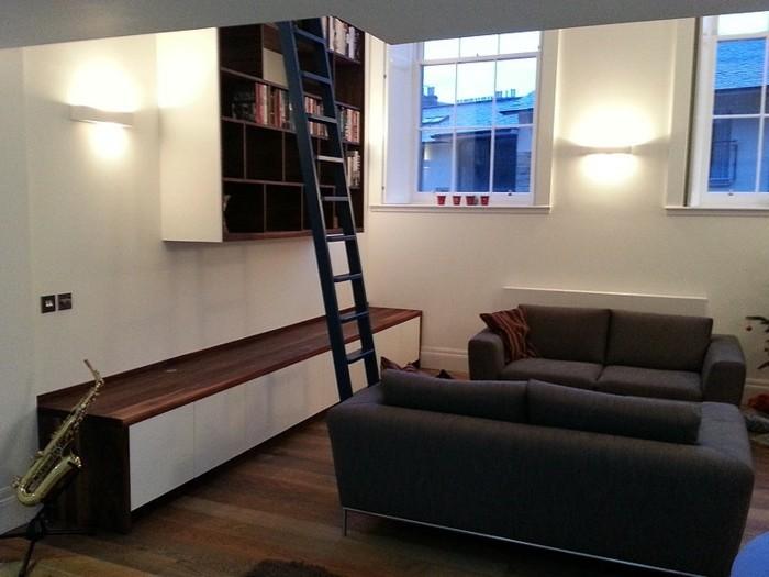 Leiter-für-Bücherregal-das-klein-aber-hoch-ist