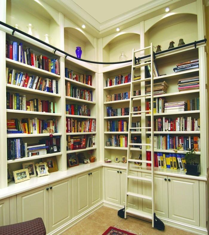 Leiter-für-Bücherregal-die-Zeitschriften-sind-hoch
