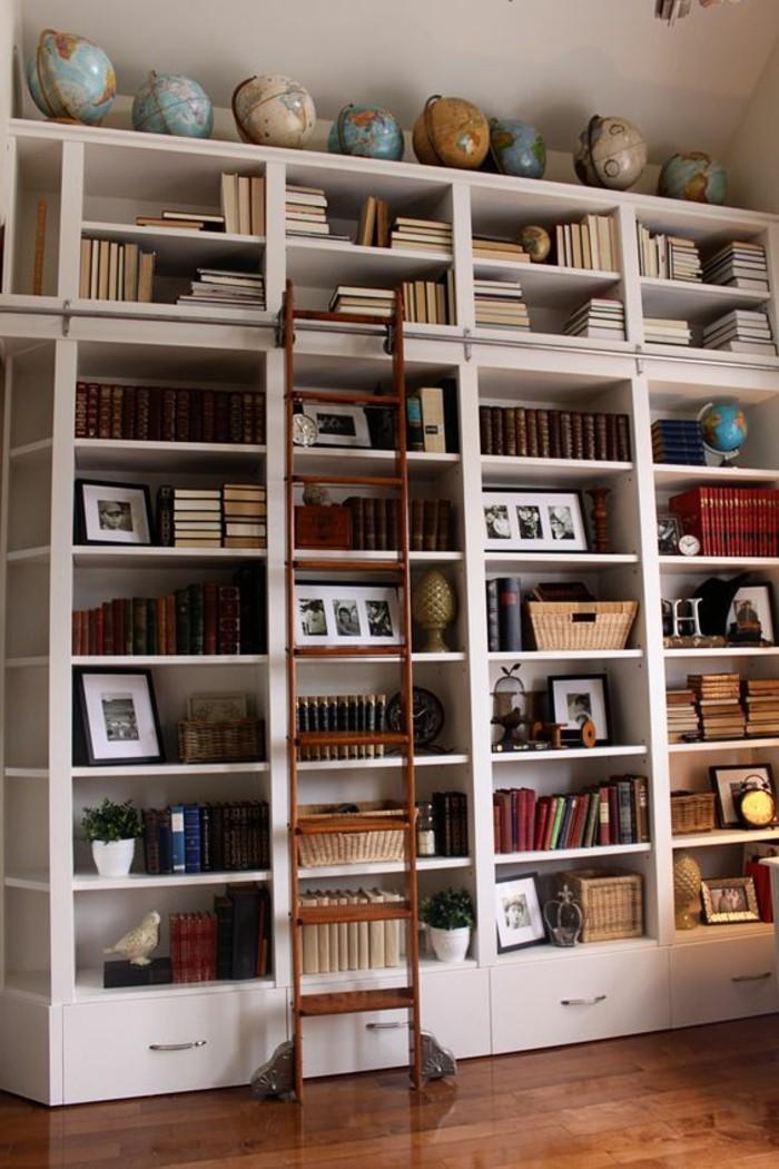Leiter-für-Bücherregal-für-einen-Schüler