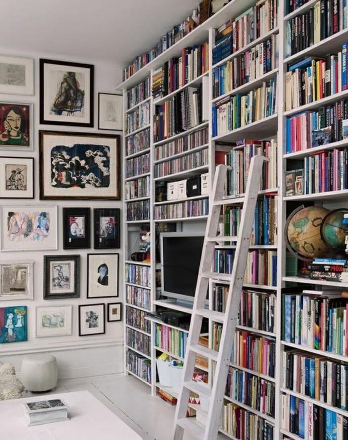 Leiter-für-Bücherregal-in-weißer-Farbe