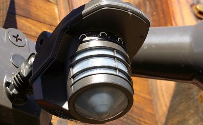 Leuchte-mit-Bewegungsmelder-aus-Eisen