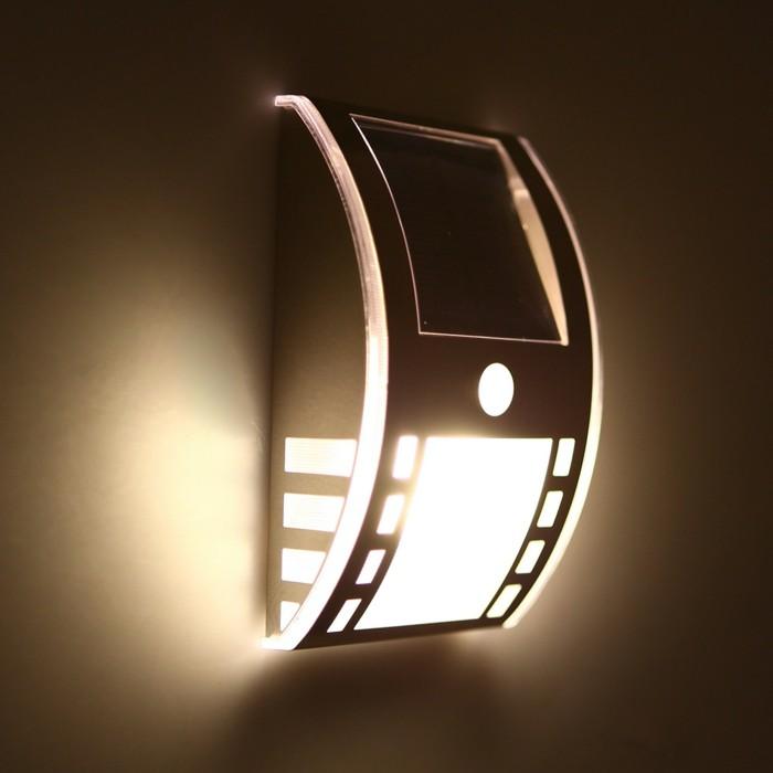 Leuchte-mit-Bewegungsmelder-mit-ausgefallener-Form