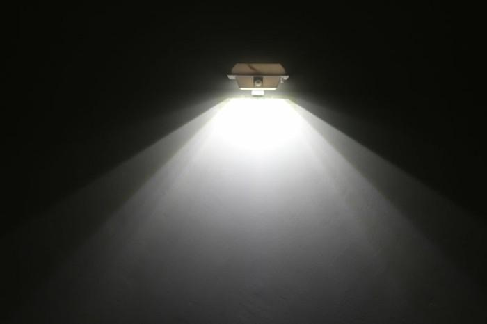 Leuchte-mit-Bewegungsmelder-wie-Außerirdische