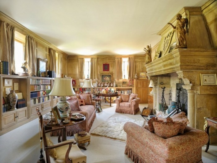 Luxusvilla-La-Pausa-von-Coco-Chanel-Interior-Design-Bibliothek