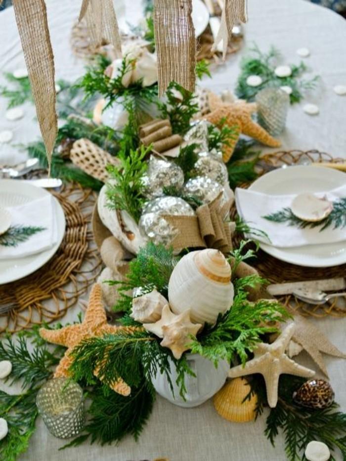 Maritime-Tischdeko-mit-grünen-Wasserpflanzen