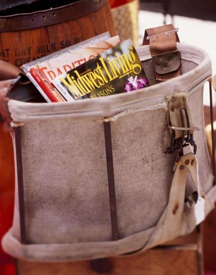 Retro Deko - eine alte Tasche als Holder benutzt