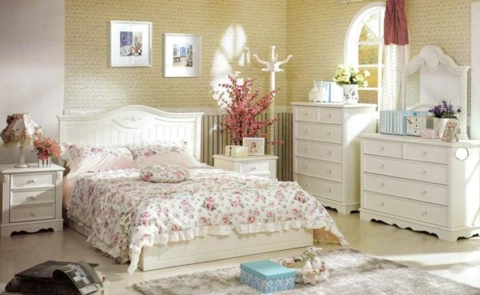 Schlafzimmer-Inspiration-mit-gelben-Punkten