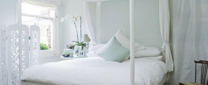 Schlafzimmer-Wandgestaltung-in-helle-grüne-Farbe