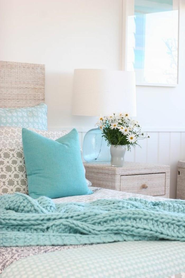 Schlafzimmer-Wandgestaltung-in-weißer-Farbe