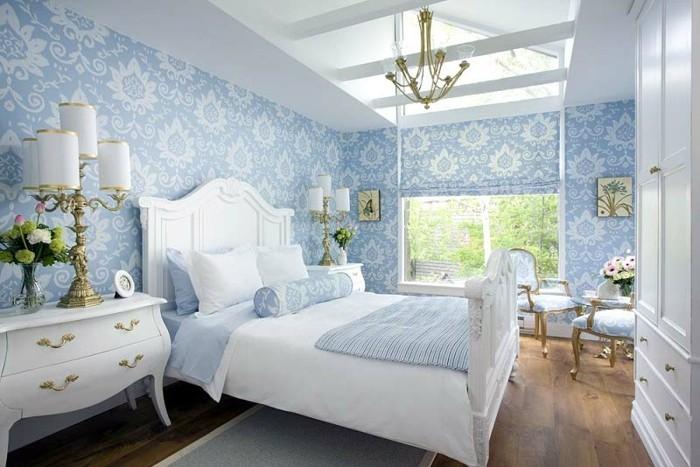 Schlafzimmer-Wandgestaltung-mit-blauen-Blumen