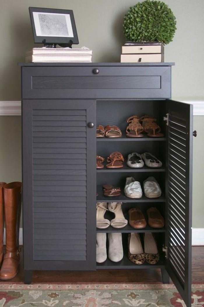 Schuhschrank-Design-in-blauer-Farbe