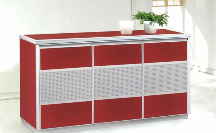Schuhschrank-Hochglanz-in-roter-Farbe