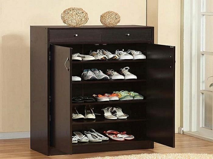 Schuhschrank-Holz-in-dunkler-Farbe