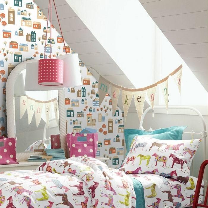 Tapete-Kinderzimmer-mit-bunten-Häuschen