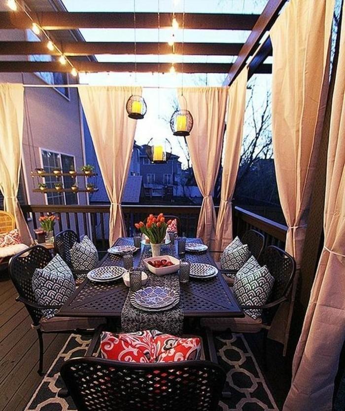 Terrassen-Sichtschutz-Ideen-eine-Decke-aus-Holz-andere-Ecke