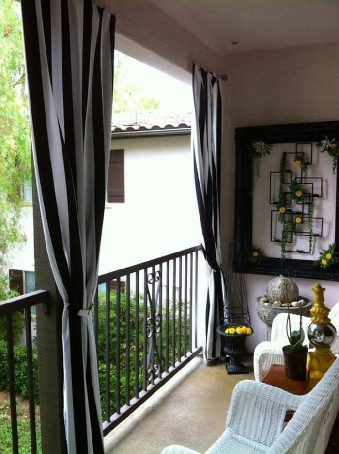 Terrassen-Sichtschutz-Ideen-schwarzen-Vorhängen