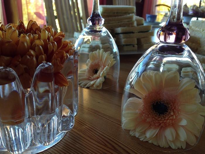 Tischdeko-aus-Glas-Eine-auffällige-Gestaltung