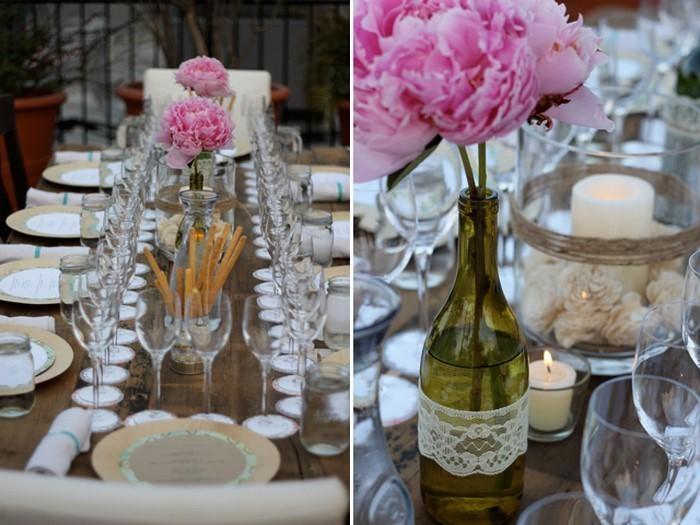 Blumendeko im weinglas tisch gedeckt festlich detail for Glas deko bilder