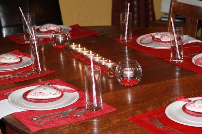Tischdeko-aus-Glas-Eine-verblüffende-Deko