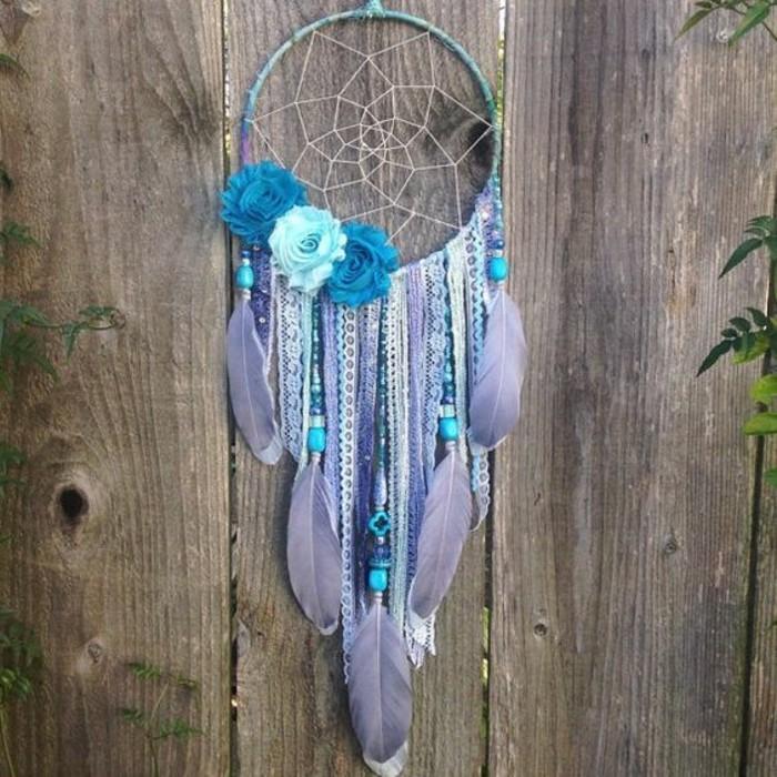 Traumfänger-selber-basteln-in-lila-und-blauer-Farbe