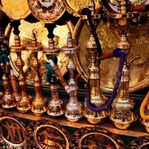 Wasserpfeife: orientalische Mystik in moderner Einrichtung