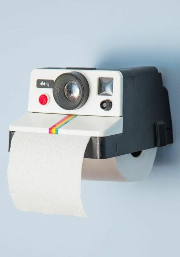 Witzige-Geschenke-das-Toiletpapier-als-Fotoapparat