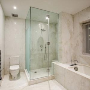 93 Wohnideen für Badezimmer: Moderne Duschkabinen und Badewannen