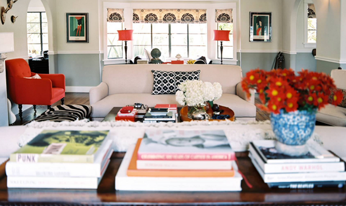 Wohnzimer Gestalten Mit Eine Weisse Couch Und Rote