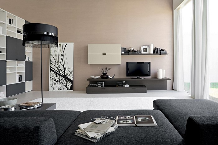 Wohnzimmer-gestalten-schwarze-Couchen-schwarze-Lampe