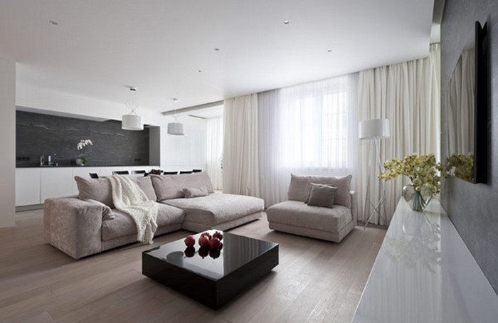 Wohnzimmer-gestalten-weisse Sofas-weisse Vorhaenge