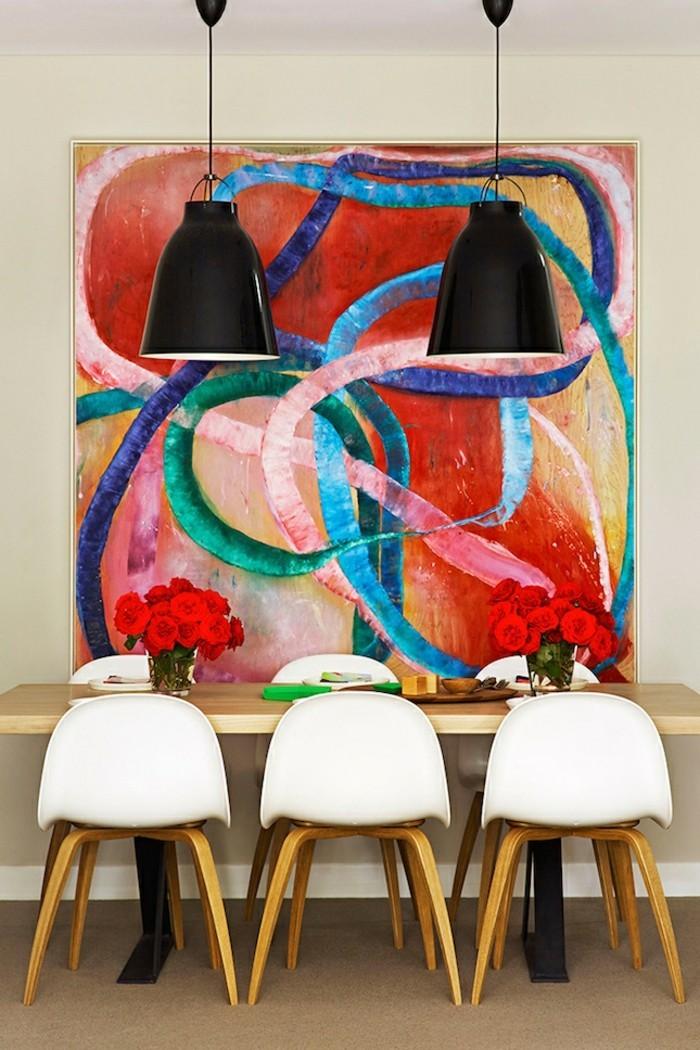 attraktive-grelle-wandfarben-für-ein-modernes-esszimmer