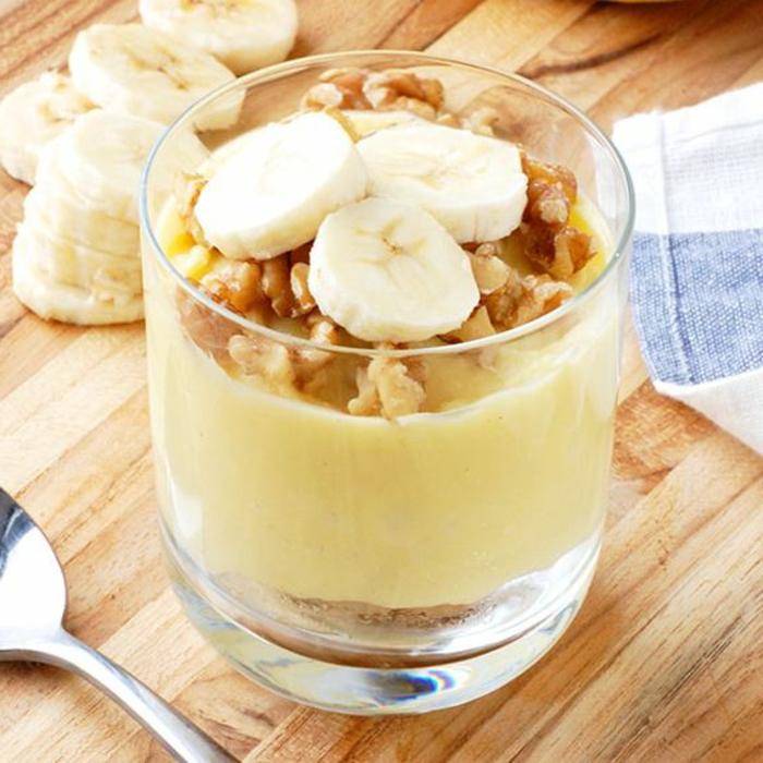 banana-smoothie-und-nüsse