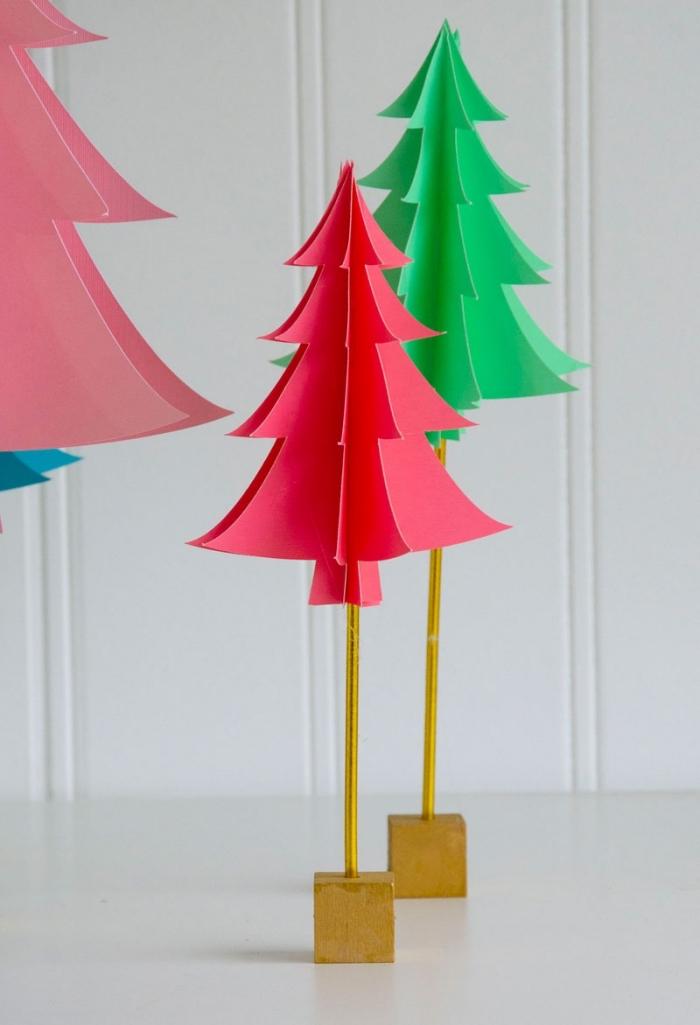basteln aus papier, kleine weihnachtsbäume aus buntem cardstock, tischdeko zum weihnachten